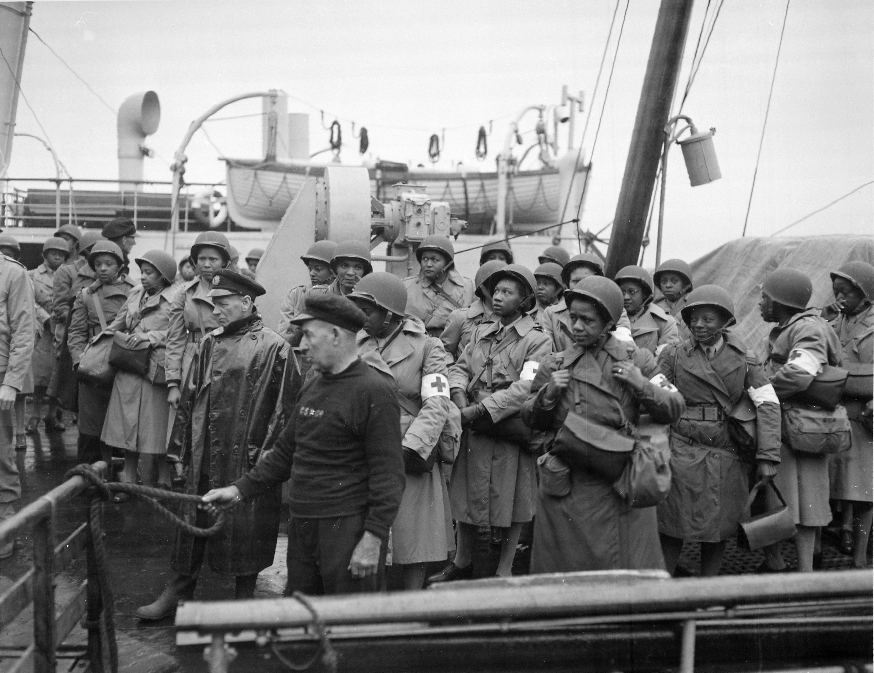 Army Nurses Arrive in Greenock, Scotland