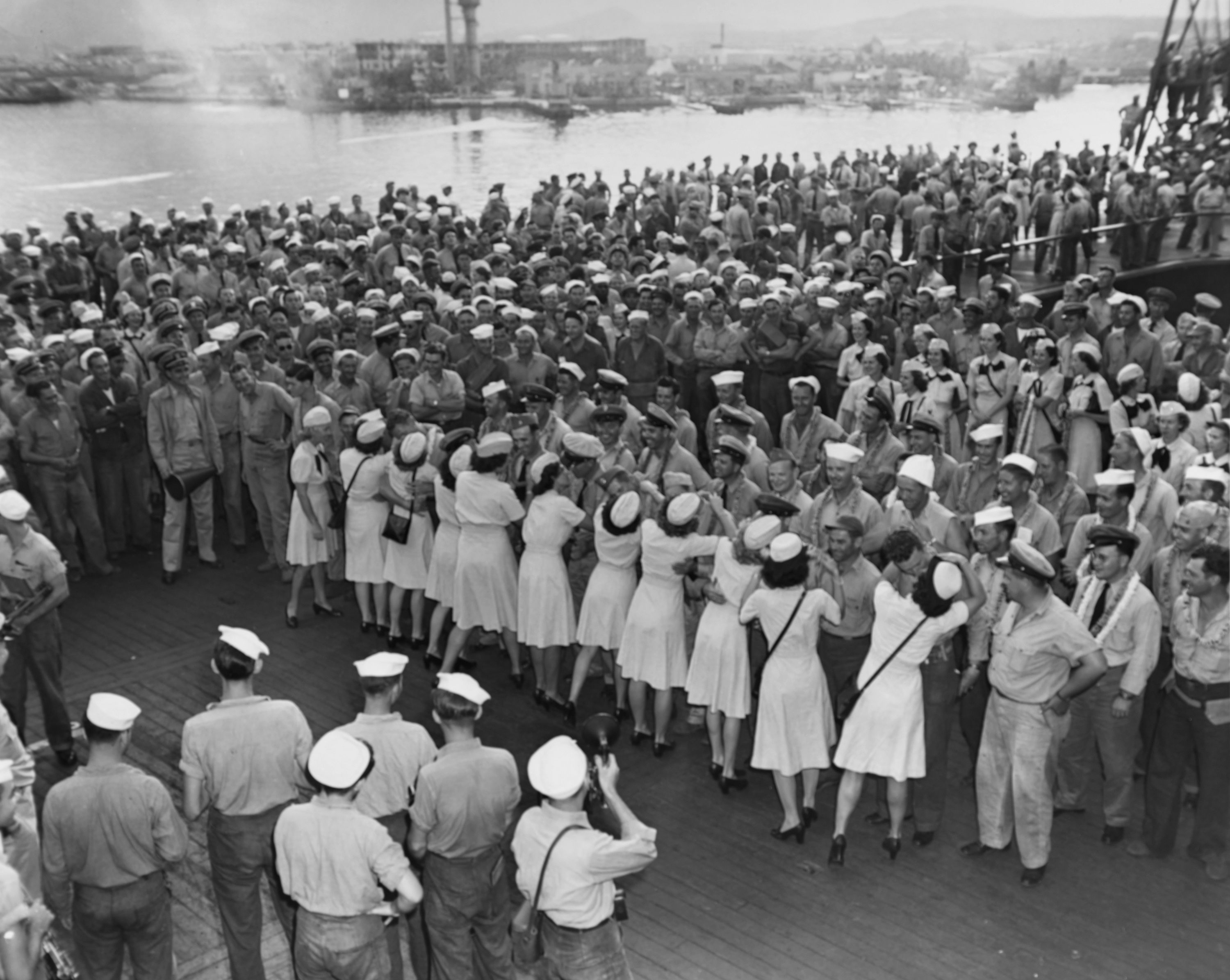 Sailors Get Hawaiian-Style Send-Off on USS Saratoga
