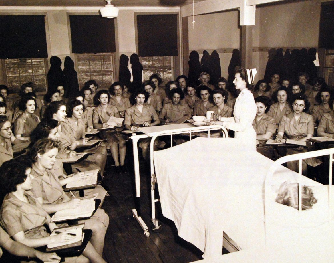 Navy Nurse Delivers Lecture at WAVES Hospital Corps School