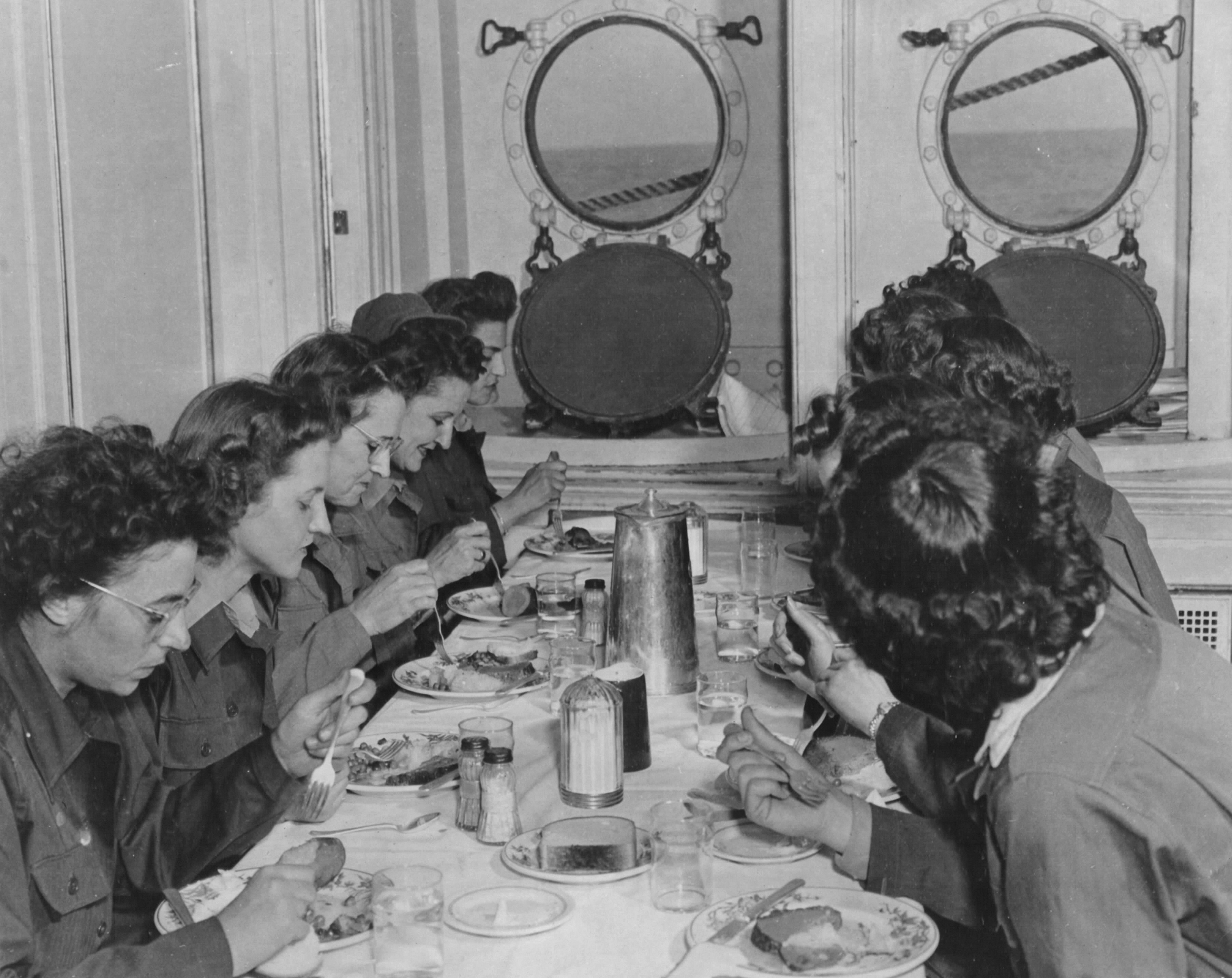 WACs Dine Aboard Luxury Liner Bound for Hawaii