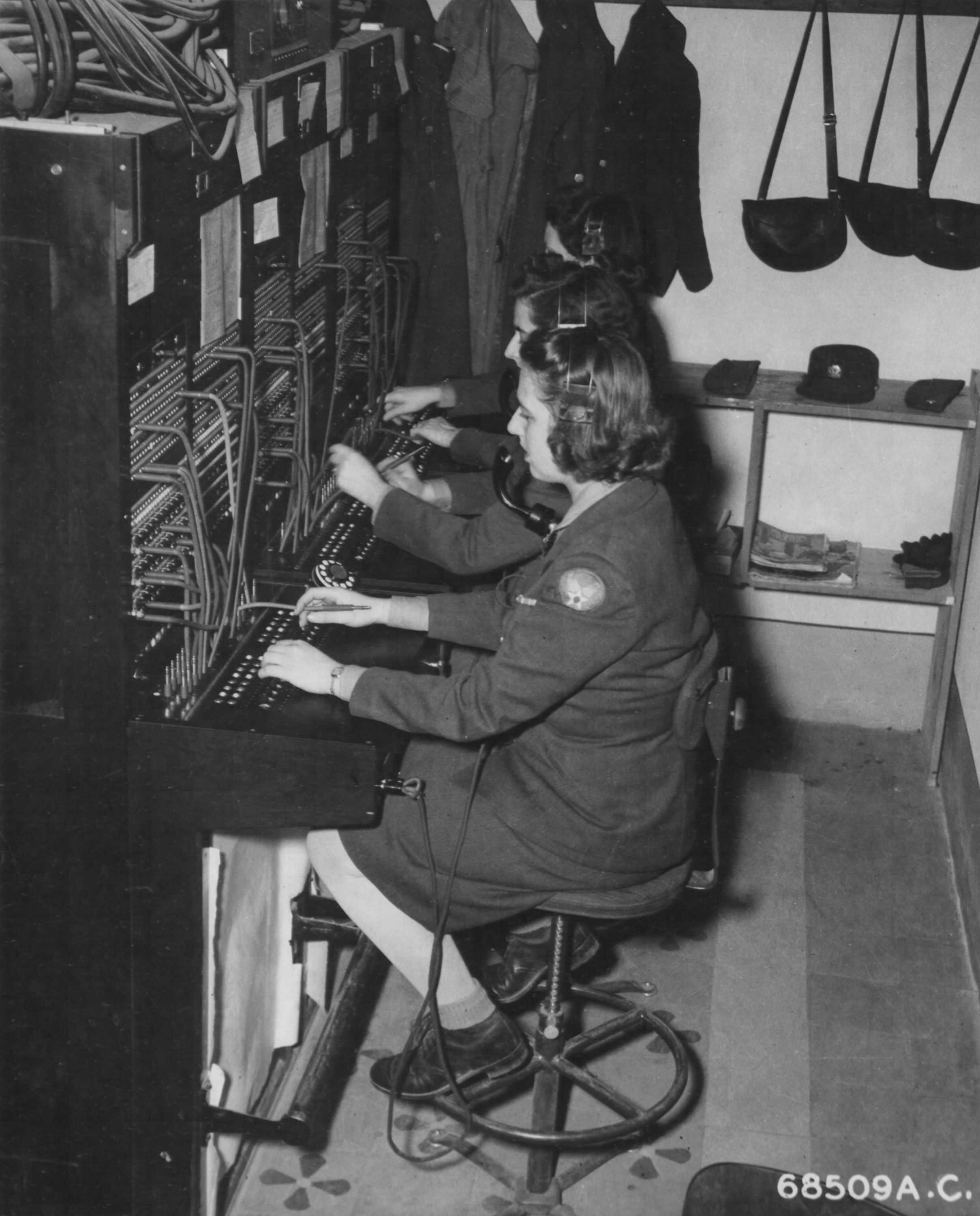 WAC Switchboard Operators in Italy