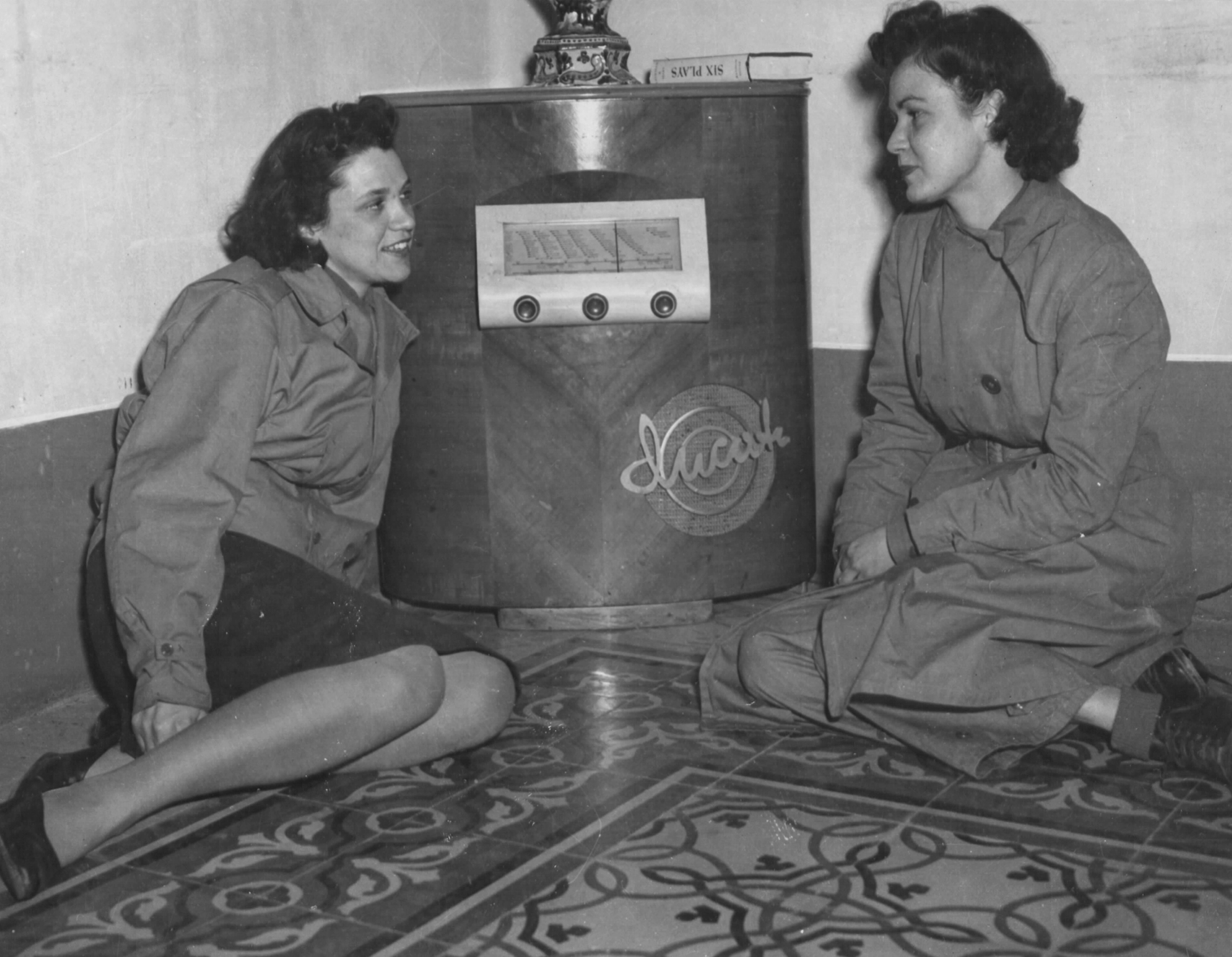 WACs in Italy Listen to News from Home on Radio
